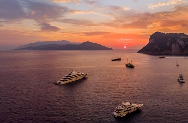 Alba in Barca privata a Capri