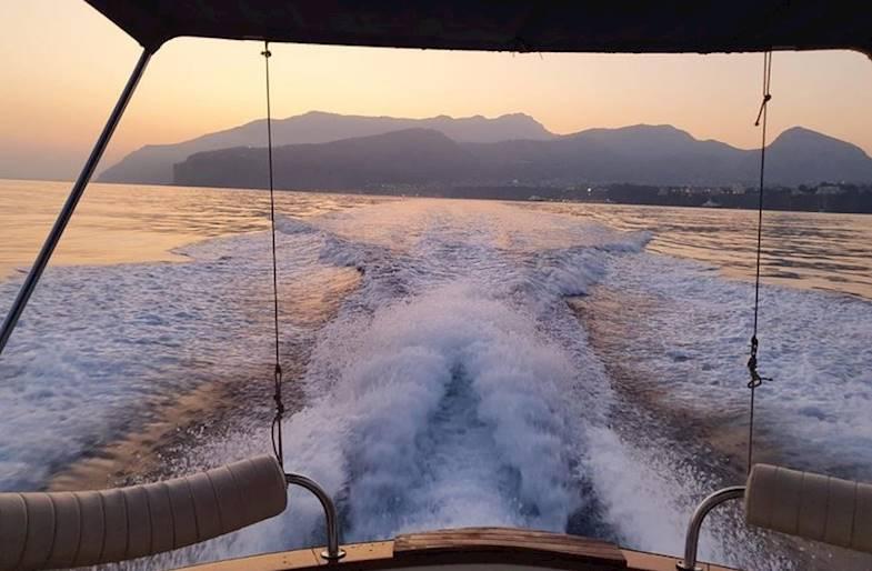 Alba in Barca privata a Sorrento