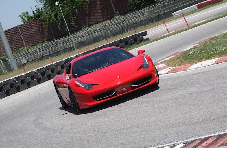 Corso di Guida Sportiva su Ferrari 458 su 6 circuiti