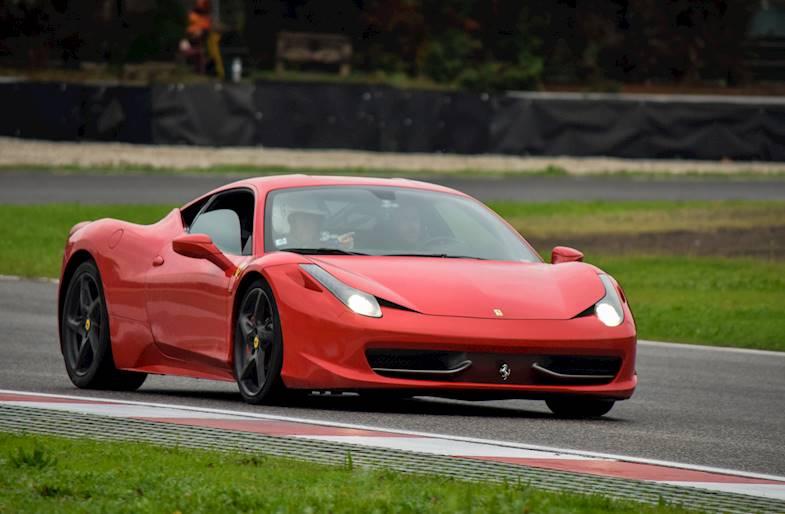 Corso di Guida Sportiva su Ferrari 458 a Varano e Adria