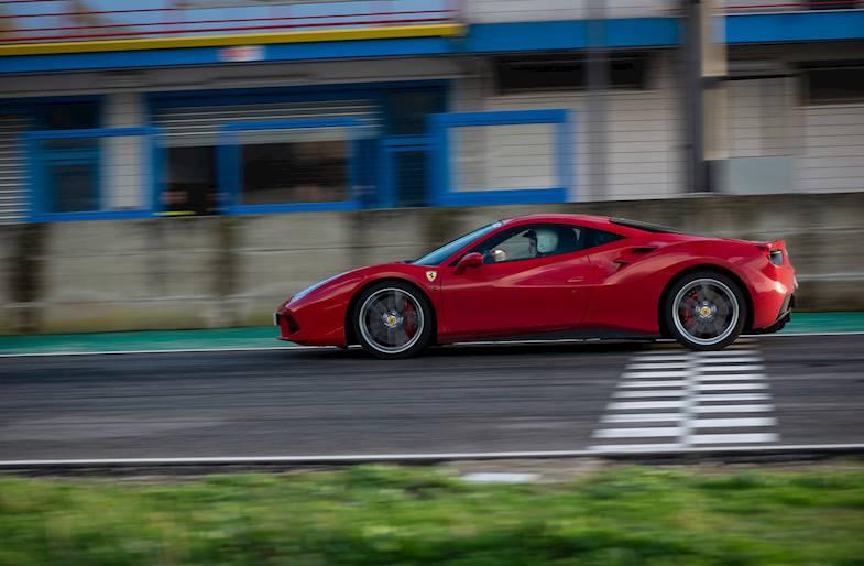 Ferrari 488 o Lamborghini Huracan su 5 circuiti