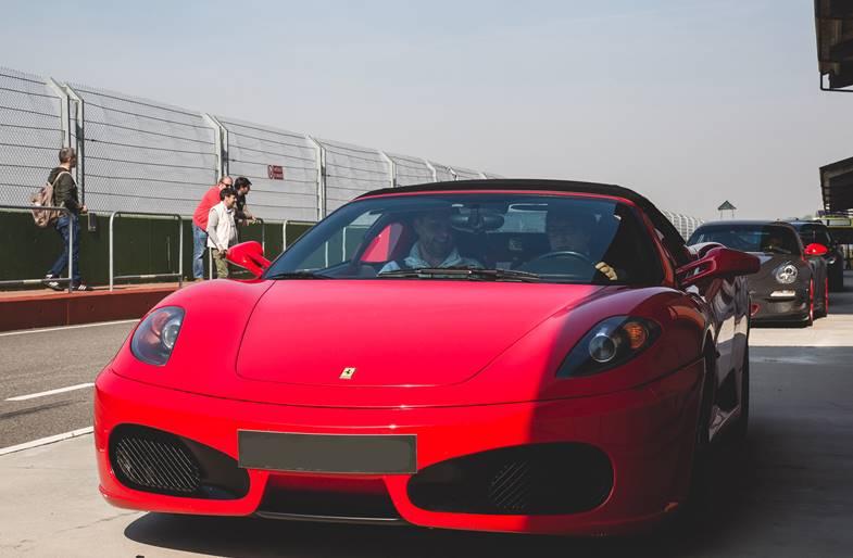 Giri in pista su Ferrari 430 a Napoli