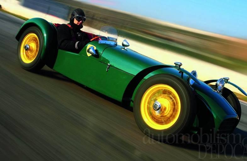 Giri in pista su Lotus Super Seven a Milano