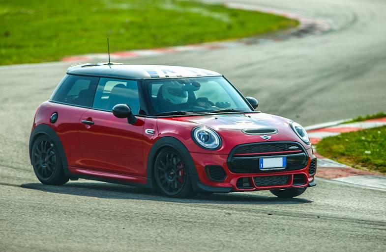 Giri in pista su Mini Cooper S a Milano