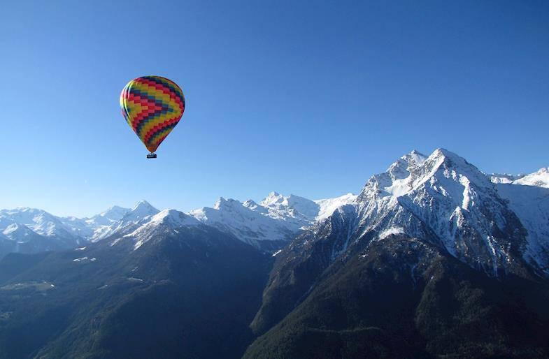 Giro in mongolfiera sulle Alpi