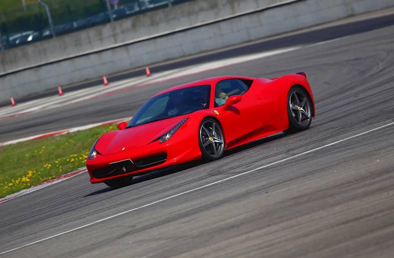 Giro su Ferrari 488 o Lamborghini Huracan