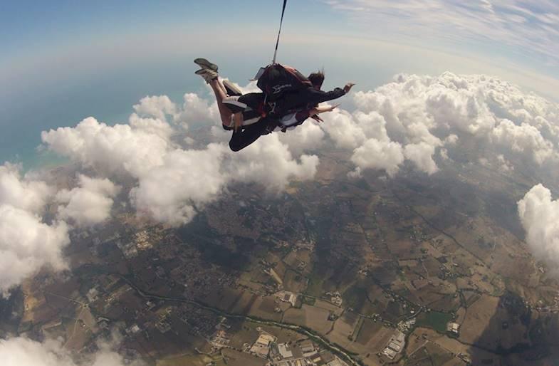 Lancio con paracadute a Recanati nelle Marche in Tandem