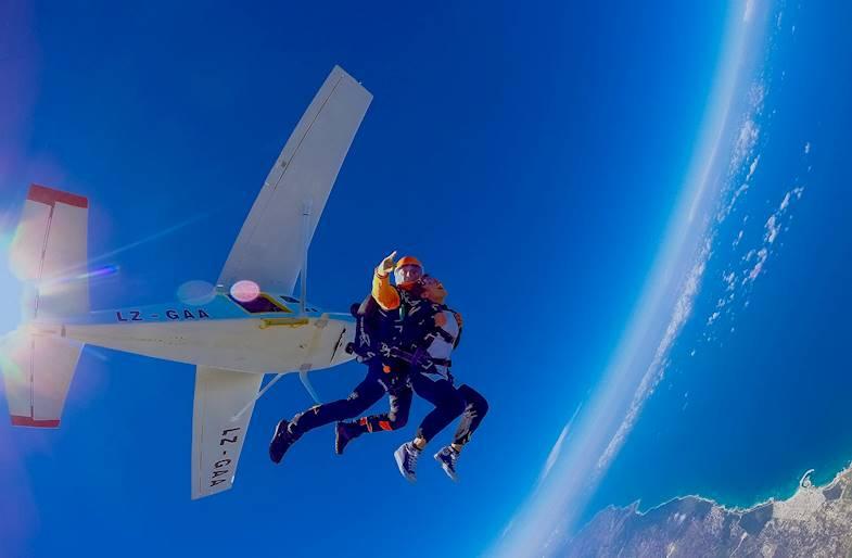 Lancio con paracadute a San Vincenzo in Toscana
