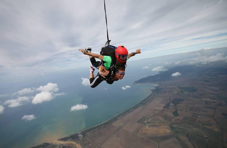 Lancio con paracadute a Terni in Umbria in Tandem