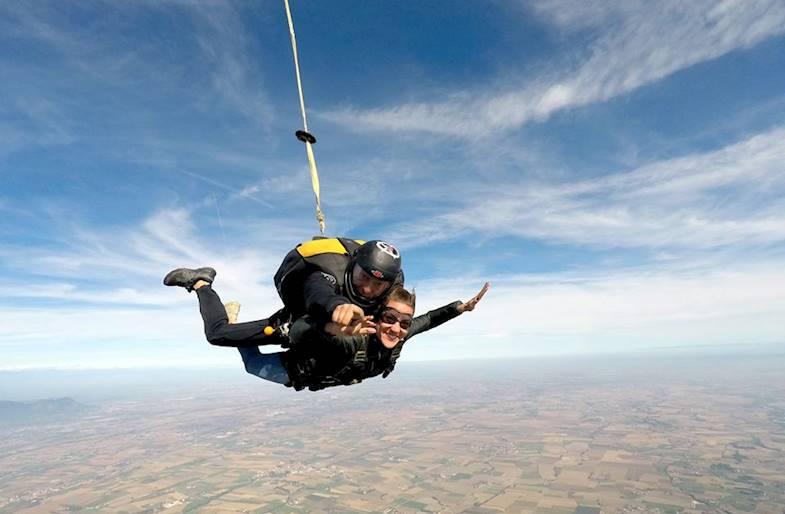 Lancio con paracadute a Torino in Piemonte in Tandem