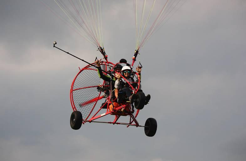 Volo in Paracarrello a motore sul Monte Grappa
