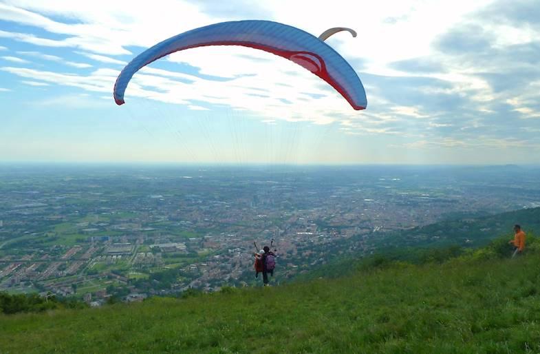Volo in Parapendio a Brescia sul Monte Maddalena