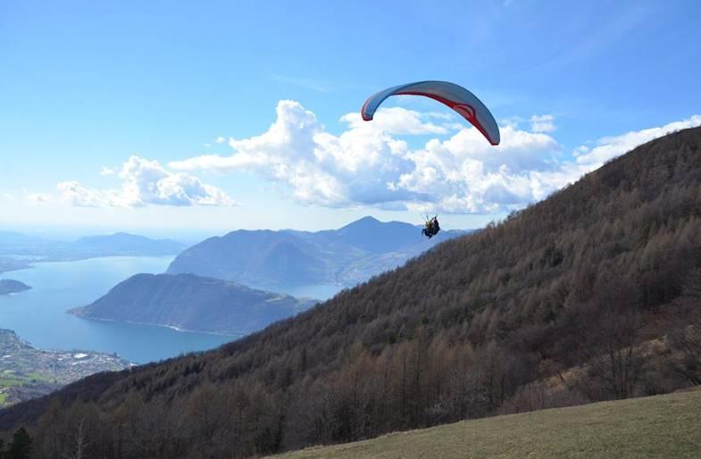 Volo in Parapendio sul Lago d'Iseo