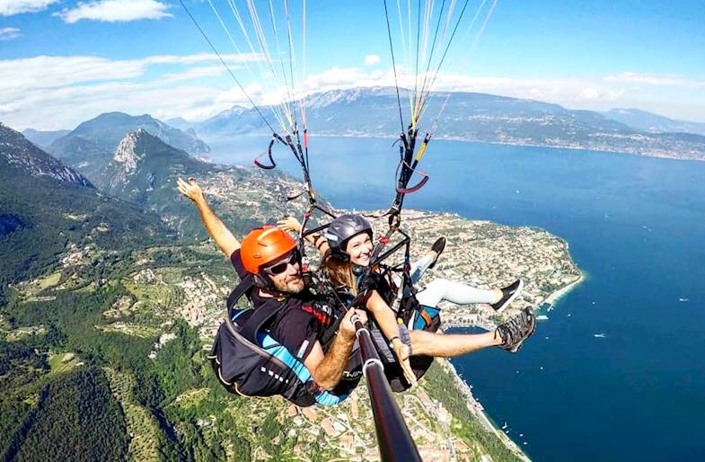 Volo in parapendio sul Lago di Garda