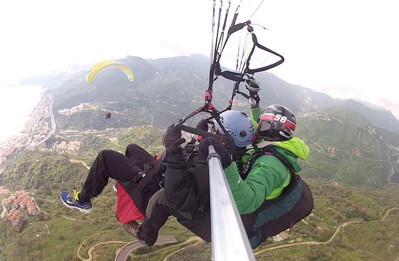 Volo in parapendio a Taormina